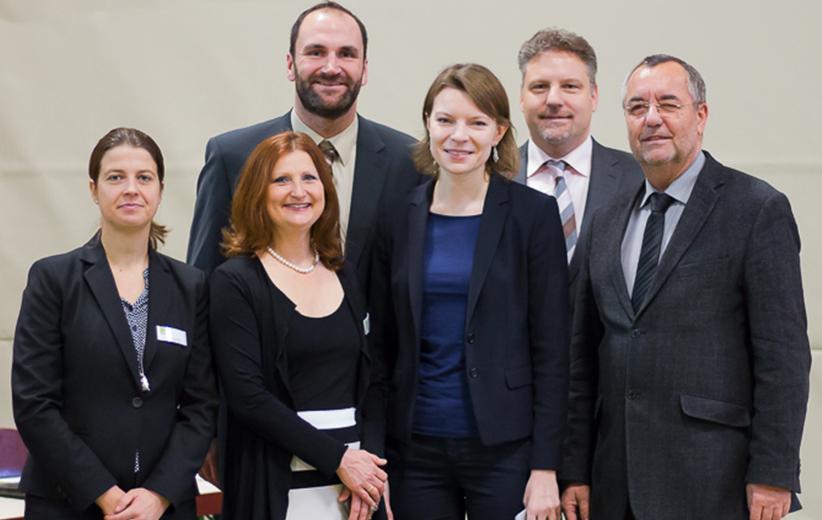Die Schirmherrin Emmi Zeulner, Herr Buergermeister Hr. Kohmann, das MediCare-Team und Dr. med. WolfgangSteinbach