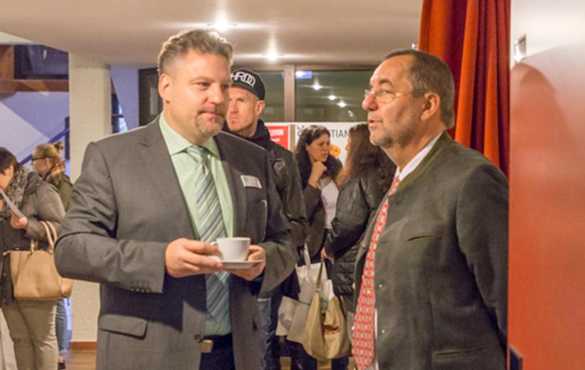 Dr. med. Wolfgang Steinbach mit Erstem Bgm. Juergen Kohmann